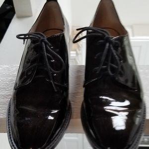 Black shinny shoes
